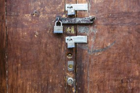 doorwithlocks_INF19505